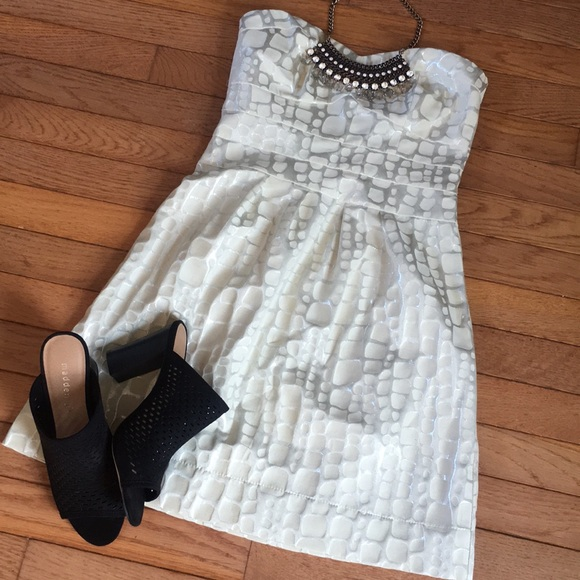 American Eagle Outfitters Dresses & Skirts - Beautiful strapless dress